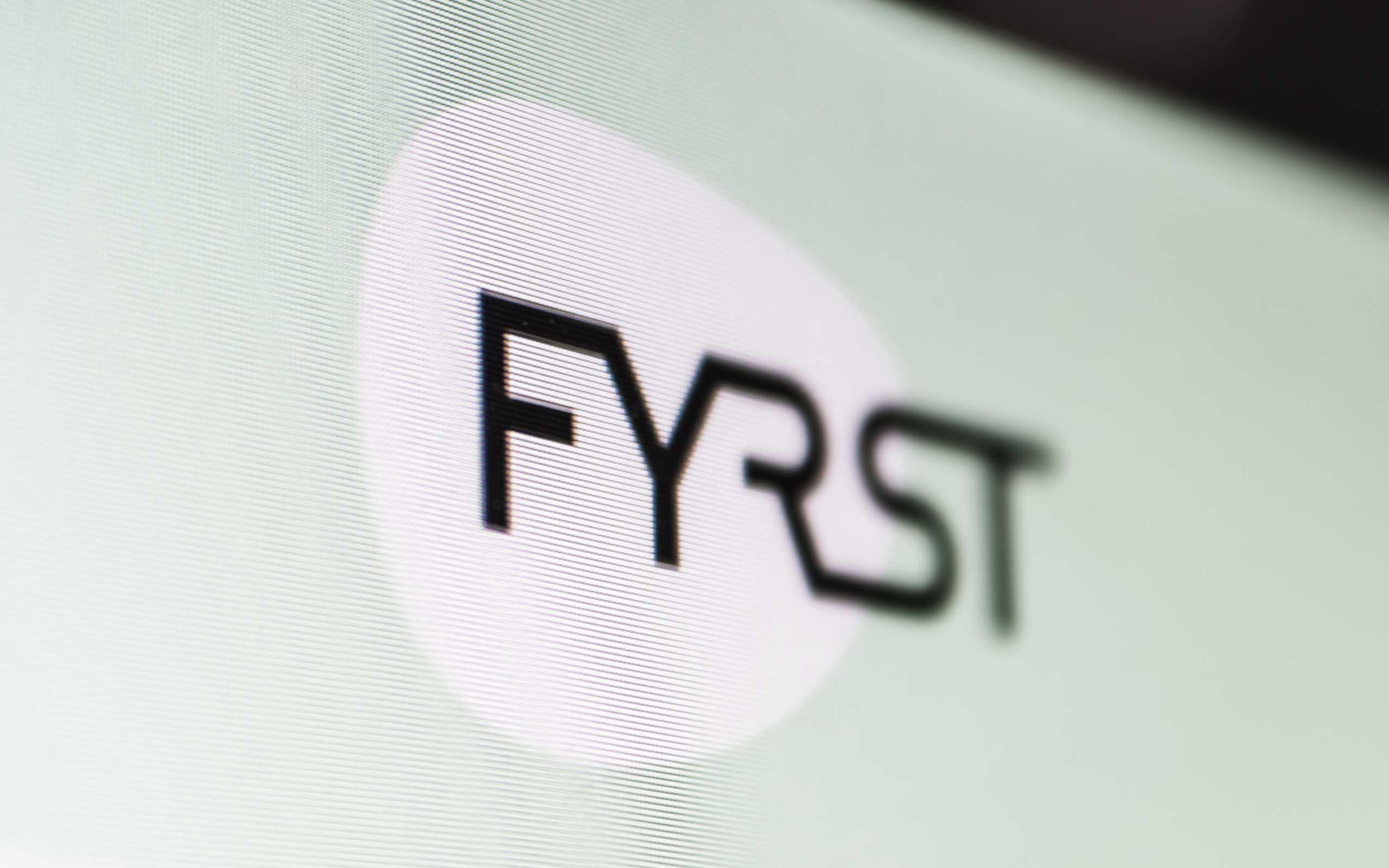 FYRST Loogo auf einem Bildschirm